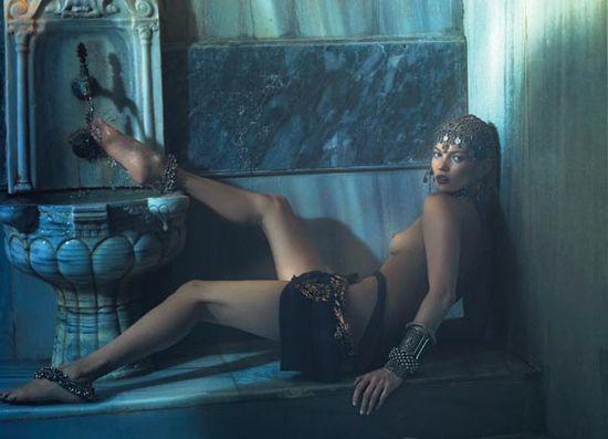 Кейт Мосс - сексуальная фотосессия в турецкой бане