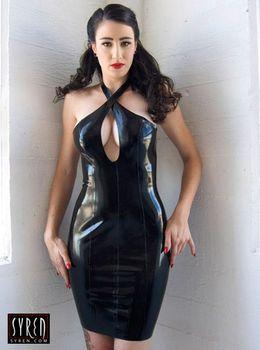 Черное платье из латекса