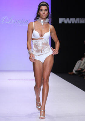 Показ белья на Mexico Fashion Week 2008