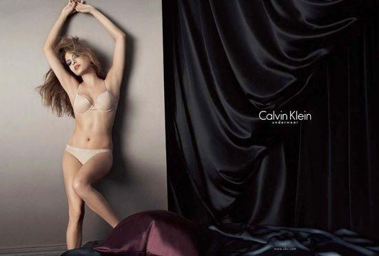 Ева Мендес (Eva Mendes) в рекламе нолвой коллекции белья от Calvin Klein, сезон осеь 2008