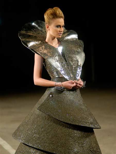 Оригинальные стальные платья