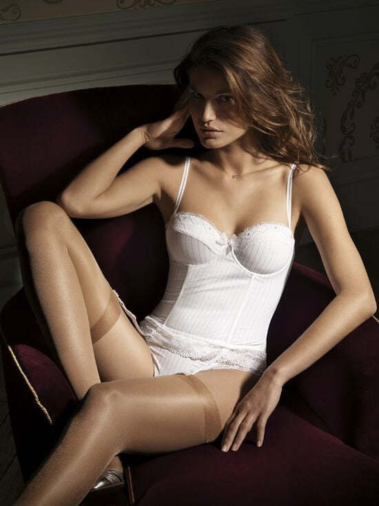 Scantily Clad Women in Sexy Lingerie 51 pics + 2 gifs.
