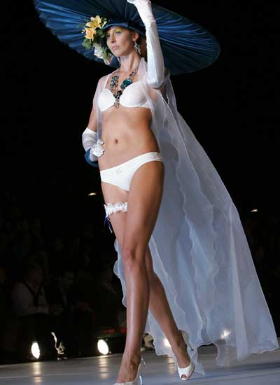 Неделя моды в Афинах, показ коллекции женского белья от Nikos-Takis, сезон лето 2009