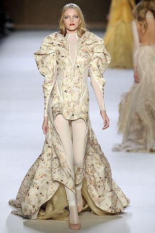 Платья 2009 от Нины Риччи, весенняя коллекция, модель Влада Рослякова