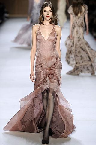 Платья 2009 от Нины Риччи, весенняя коллекция, модель Юлия Харлапанова