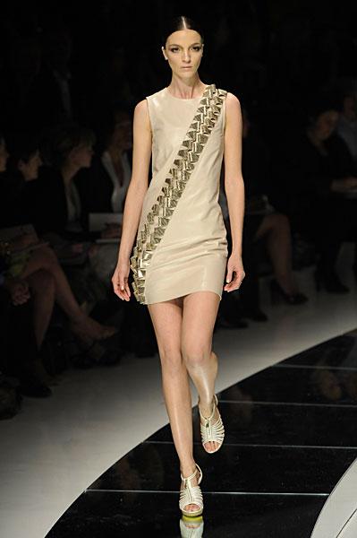 Новая коллекция платьев от Версаче, сезон весна 2009