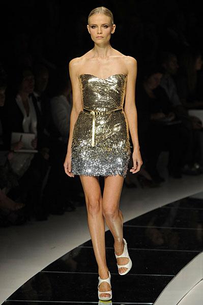 Новая коллекция платьев от Версаче, сезон весна 2009, модель Наташа Поли