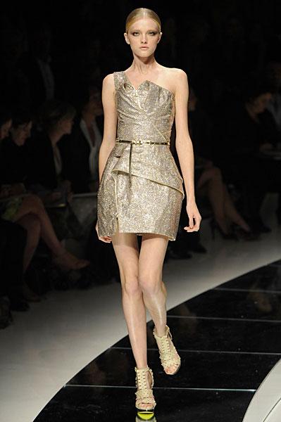 Новая коллекция платьев от Версаче, сезон весна 2009, модель Влада Рослякова