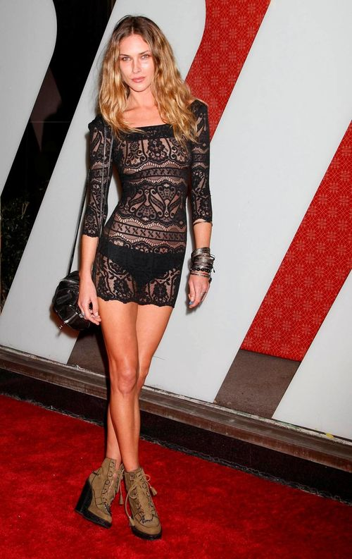 Куда пойти в прозрачном платье - Эрин Уоссон в прозрачном кружевном платье на вечеринке журнала Vogue