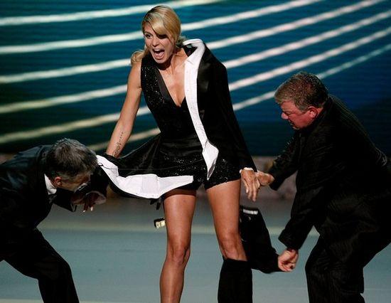Наряды знаменитостей - платье трансформер Хайди Клум на Emmy Awards