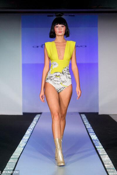 Показ новой коллекции купальников и пляжной одежды от AnNAIVanova на Евразийской неделе моды