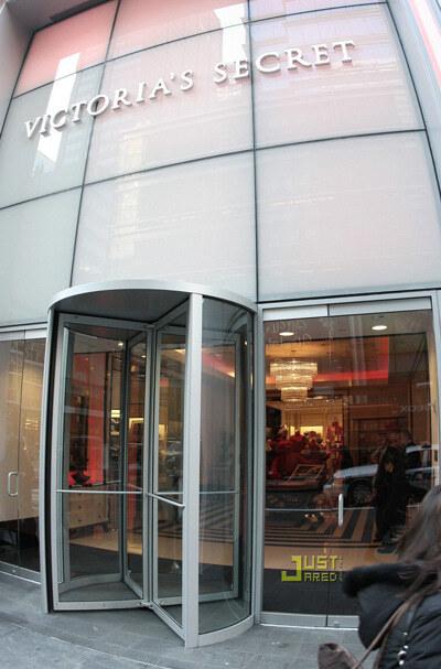 Victoria`s Secrets открыли новый магазин в Нью-Йорке