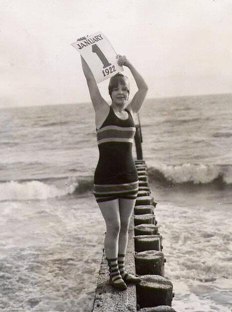 Новый год - 1922 - новогодние ретро-фотографии в купальниках
