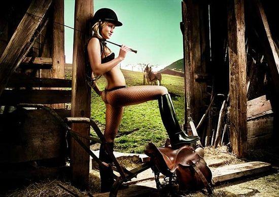 Эротика по-крестьянски. Полуобнаженные крестьянки и фермеры - оригинальная реклама сельскому хозяйству
