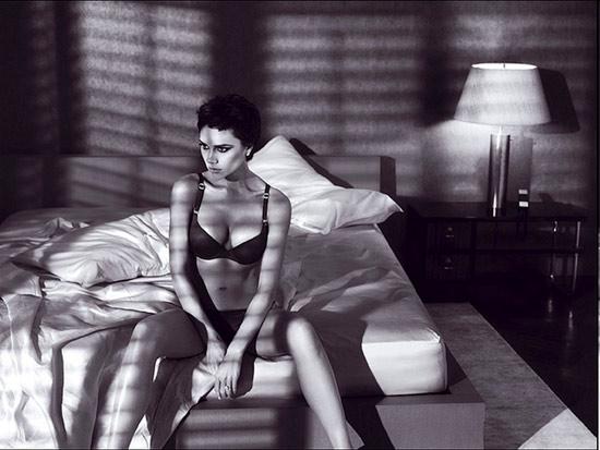 Виктория Бэкхэм в рекламе нижнего белья Emporio Armani