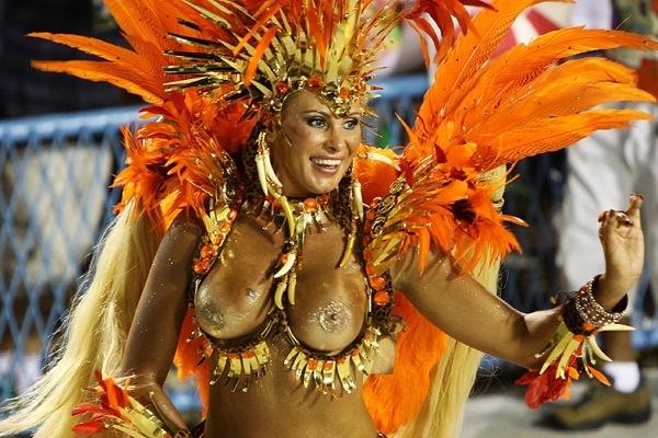 Самые яркие наряды с бразильского карнавала