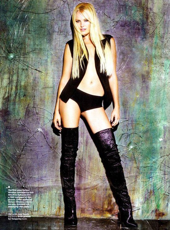 Женское белье на обложках и разворотах модных журналов
