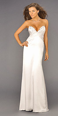 Маленькое белое платье