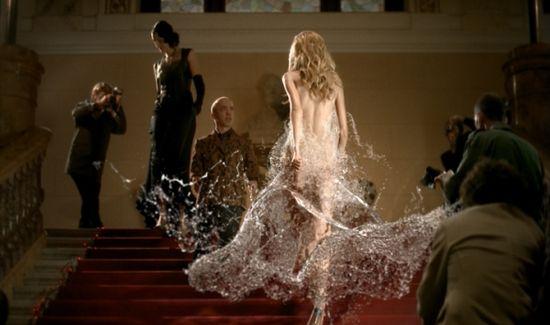 Хрустальные туфельки и платье из минеральной воды – образ современной Золушки