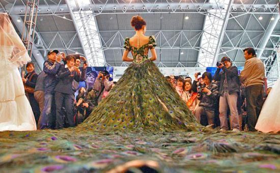 Свадебная роскошь из павлиньих перьев